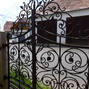 Antigua puerta forjada