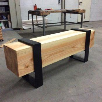 Bank mit Holzbalke